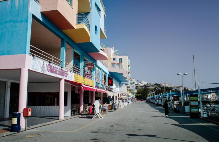 Port de loisir d'Albufeira et ses battisses colorées