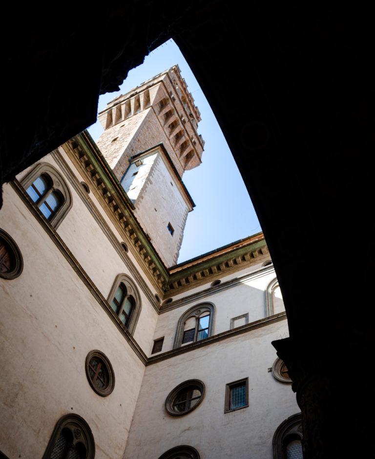 Tour florentine et cadre dans le cadre