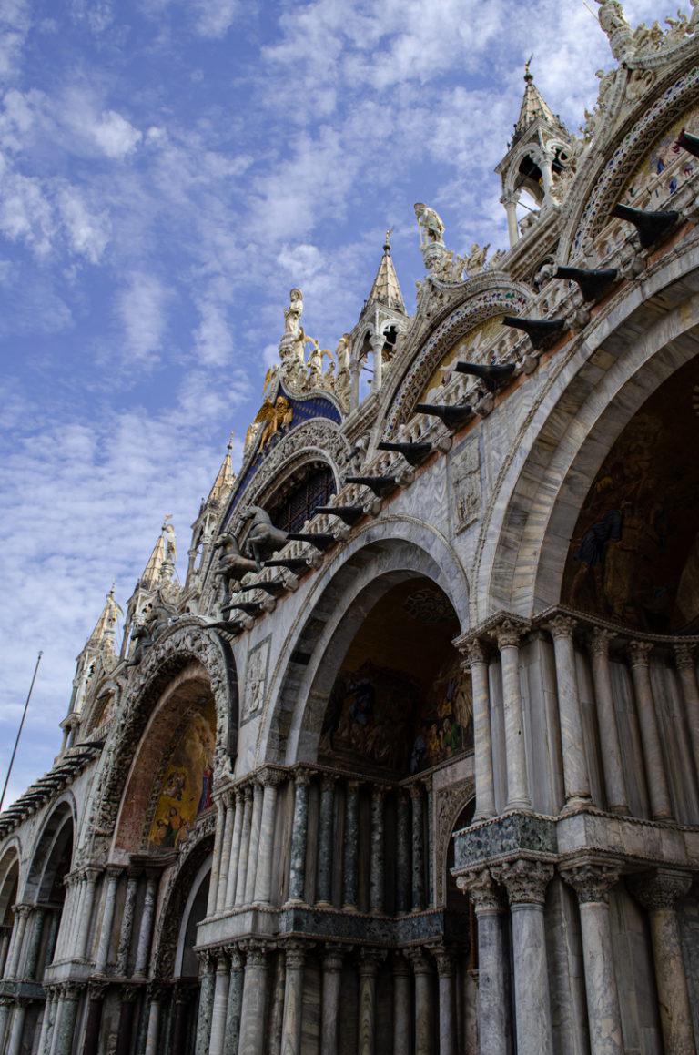 Façade de la basilique de St Marc à Venise