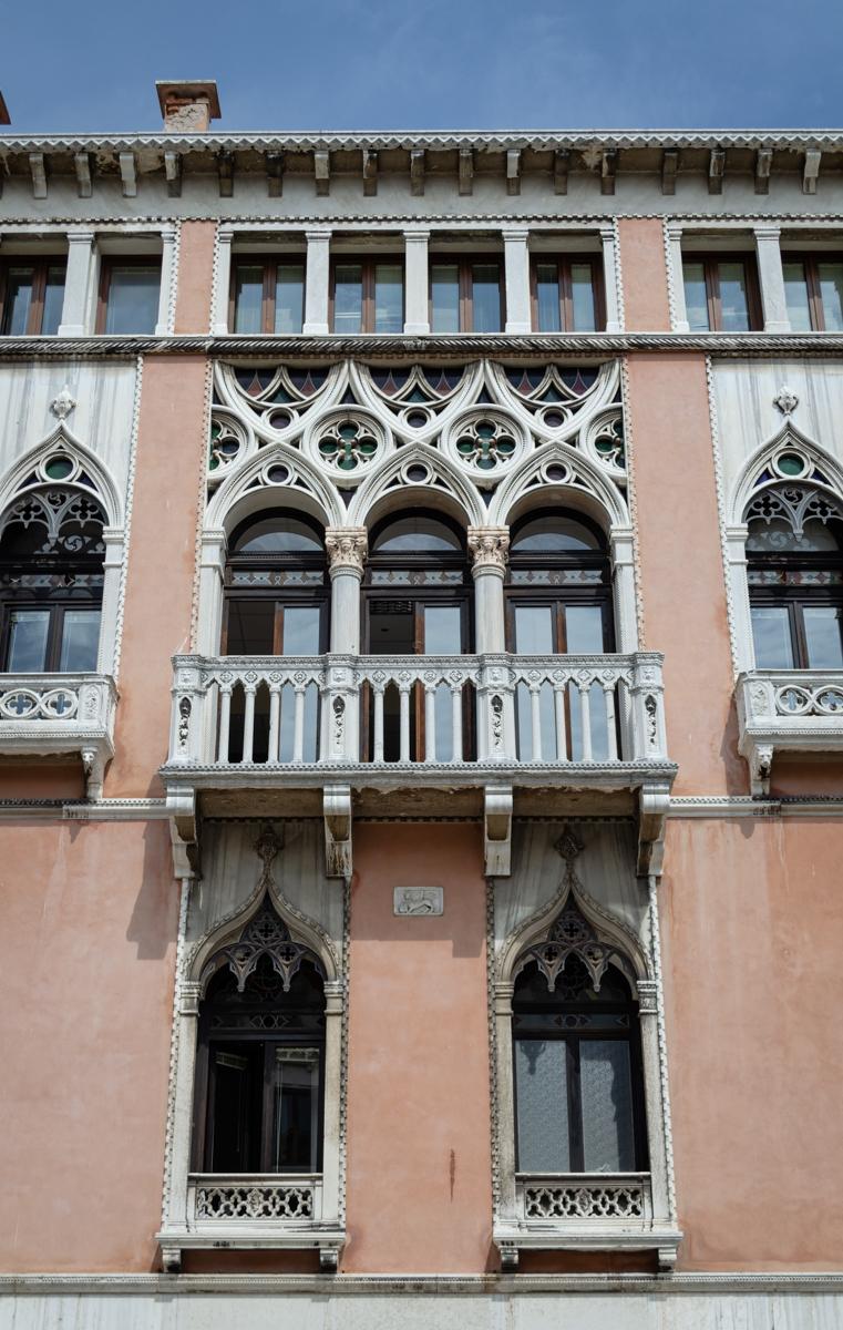 Façade dans une rue vénitienne