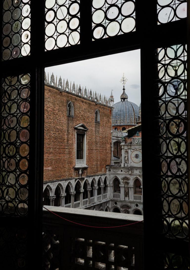 vue depuis l'intérieur sur le palais des Doges
