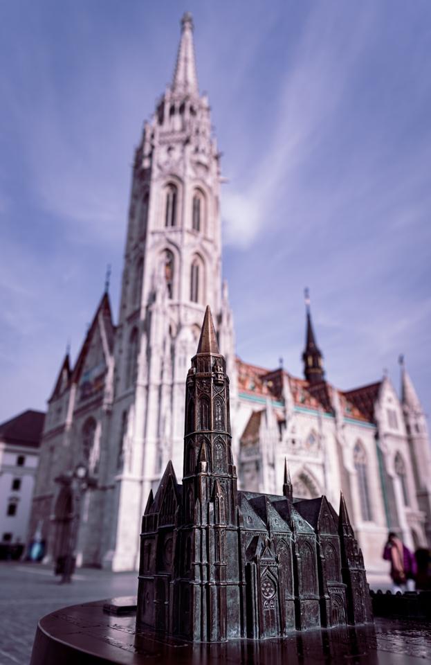 Budapest église du bastion des pêcheurs et sa reproduction