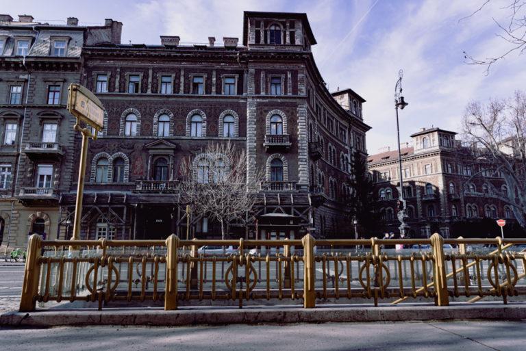 Entrée du métro dans les rues de Budapest