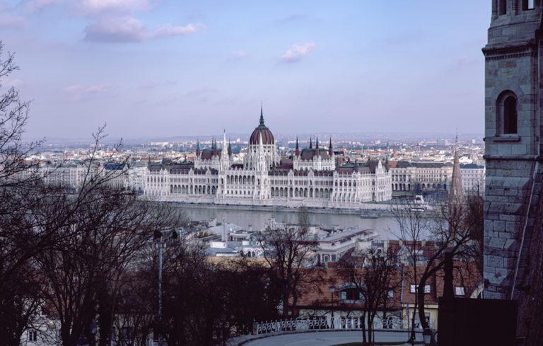 Parlement hongrois vue depuis le bastion des pêcheurs
