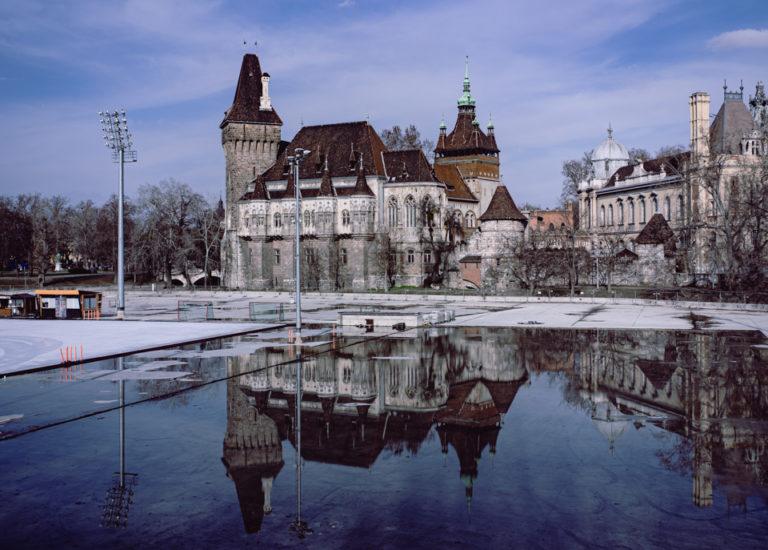 Budapest reflet d'un château dans l'eau