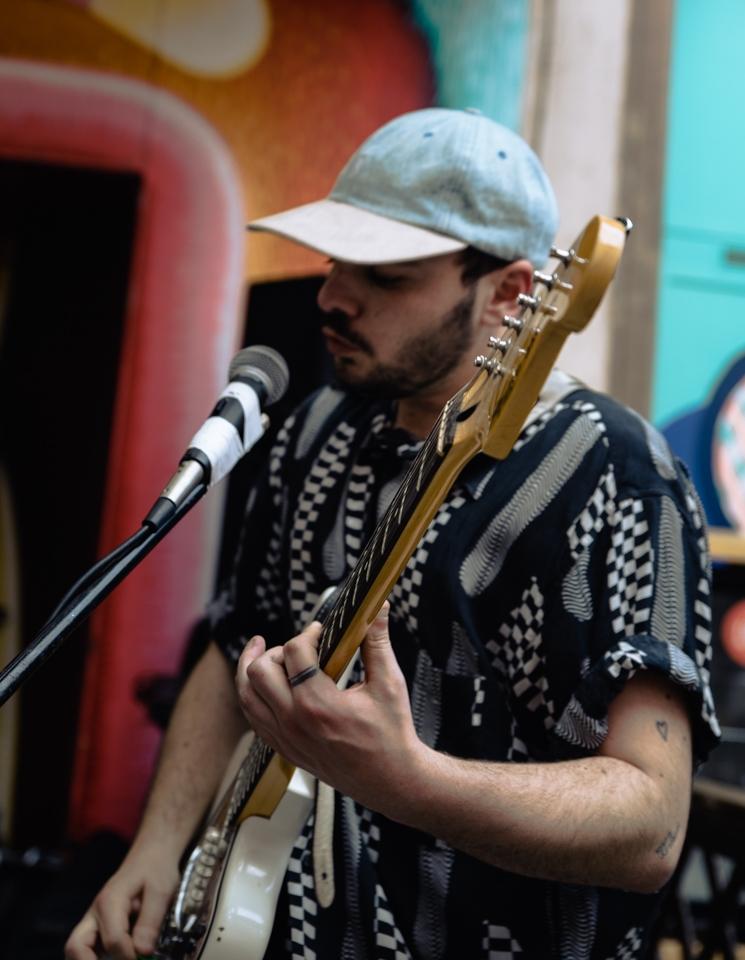 chanteur avec guitare